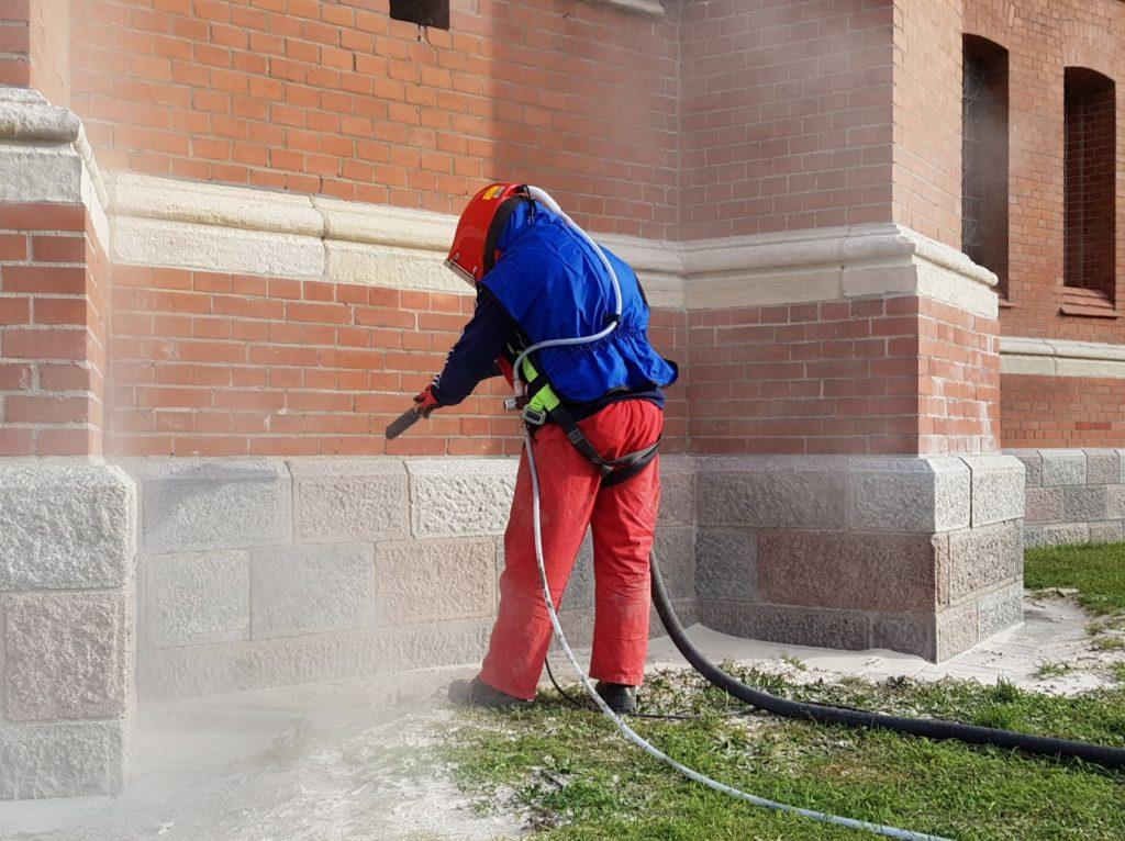 Zadbajmy o estetykę budynku - czyszczenie elewacji metodą piaskowania 2