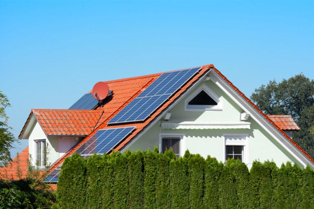 Panele fotowoltaiczne - ekonomiczne korzyści. Jak zainwestować w ekologiczne źródło energii? 2