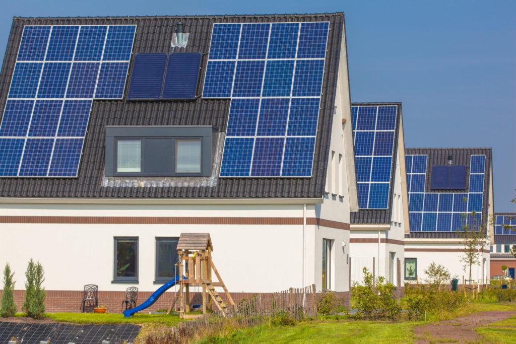 Panele fotowoltaiczne - ekonomiczne korzyści. Jak zainwestować w ekologiczne źródło energii? 3