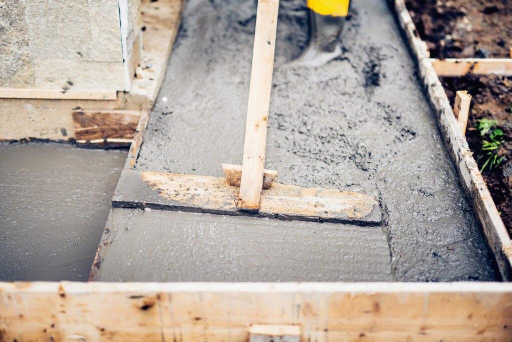 Pielęgnacja betonu. Jak chronić go przed pękaniem? 2
