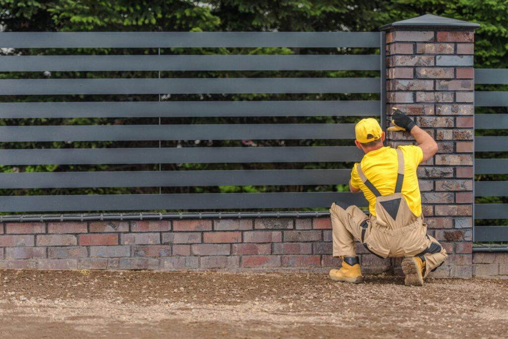 Sztachety metalowe na ogrodzenie – wady i zalety 5