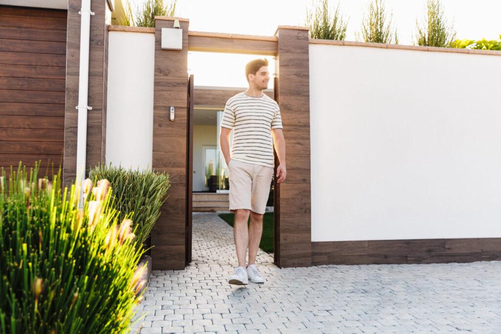 Sztachety metalowe na ogrodzenie – wady i zalety 7