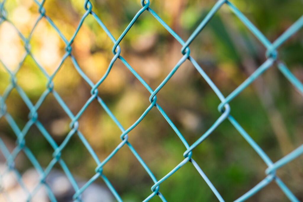 Sztachety metalowe na ogrodzenie – wady i zalety 2