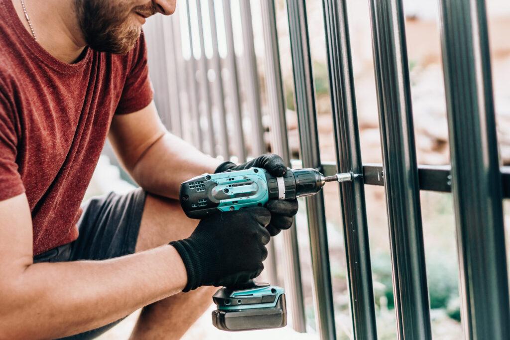 Sztachety metalowe na ogrodzenie – wady i zalety 6